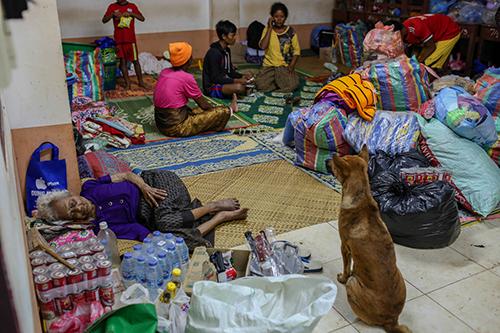 [Caption]Người dân huyện Sanamxai, tỉnh Attapue, đông nam Lào ở nơi tạm trú.Ảnh: Thành Nguyễn