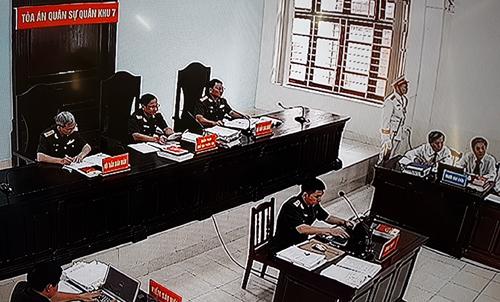 HĐXX Tòa án quân sự quân khu 7.Ảnh chụp qua màn hình