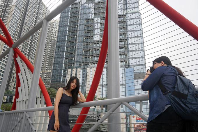 """<p class=""""Normal""""> Với những tòa nhà bằng kính cao vút, hiện đại cùng khu công viên đặc sắc khu vực này được nhiều bạn trẻ ví như """"Dubai của Việt Nam"""".</p>"""