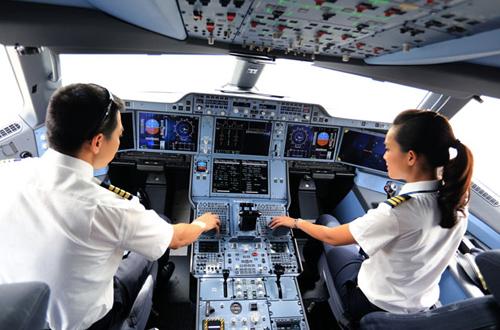 Thời gian qua, một số phi công Vietnam Airlines đã nghỉ việc vì chê lương thấp và phản ứng quy định nghỉ việc phải báo trước 120 ngày. Ảnh minh họa: Xuân Hoa.