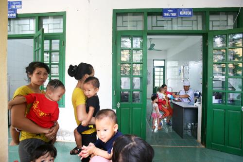 Trạm y tế xã Tiến Xuân khang trang, sạch đẹp và đủ trang thiết bị để sơ khám cho hàng nghìn lượt người mỗi năm. Ảnh: Ngọc Thành.