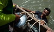 Nghề mò đáy sông tìm kho báu ở Bangkok
