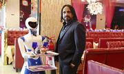 Robot bồi bàn giúp thu hút khách ở nhà hàng Dubai