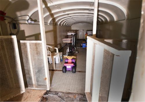 Một phòng bên trong hầm trú hạt nhân Ark Two. Ảnh: National Post