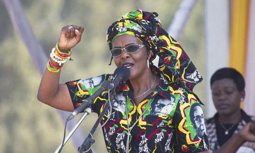 Cựu đệ nhất phu nhân Zimbabwe Grace Mugabe phát biểu trong một cuộc biểu tình năm 2017. Ảnh: AP.