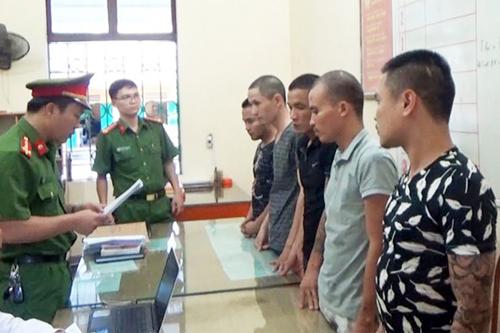 Nhóm thanh niên tại cơ quan điều tra. Ảnh: Công an Hà Giang.