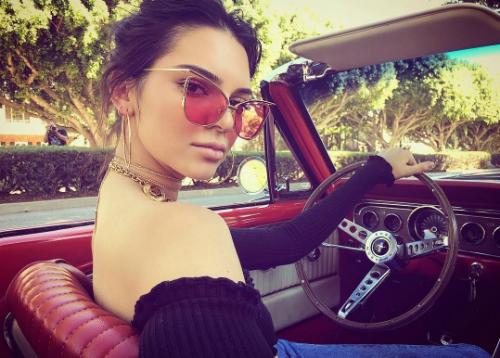 Bộ sưu tập xế khủng của chị em nhà Kardashian - 2