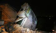 Vì sao gần chục ngôi nhà kiên cố đổ xuống sông Đà?