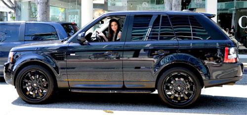 Bộ sưu tập xế khủng của chị em nhà Kardashian - 4