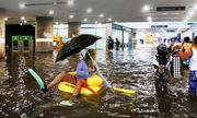 Người dân Thụy Điển biến ga tàu ngập nước thành bể bơi công cộng