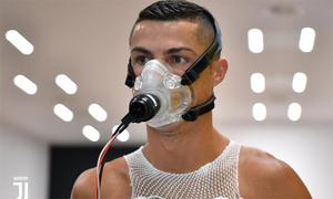 Ronaldo cùng dàn sao Juventus kiểm tra y tế