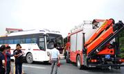 Cảnh sát thực nghiệm hiện trường vụ xe khách đâm ôtô cứu hỏa