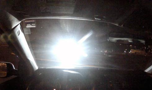 Sử dụng đèn pha hay gắn quá nhiều LED phía trước khiến xe đối diện ít có khả năng quan sát tốt.