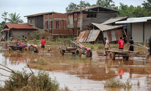 Khung cảnh tan hoang tại một ngôi làng huyện Sanamxay,tỉnh Attapeu, Làosau vụ vỡ đập. Ảnh: Thành Nguyễn.