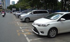 Bãi đỗ ôtô ở trung tâm Sài Gòn vắng khách trong ngày đầu thu phí kiểu mới