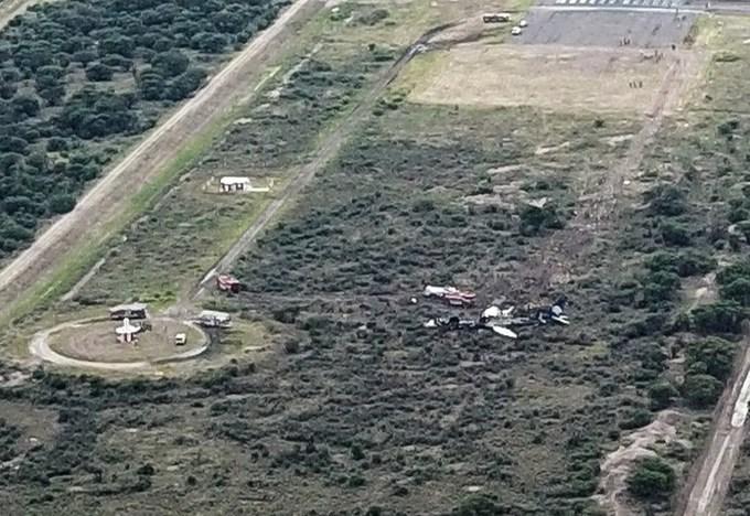 Hiện trường máy bay rơi ở Mexico