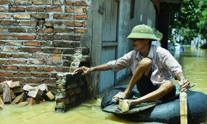 10 ngày ngập trong biển nước của người dân ngoại thành Hà Nội