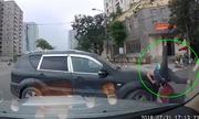 Xe máy tông ôtô ở ngã 3 đường: Ai đúng, ai sai?
