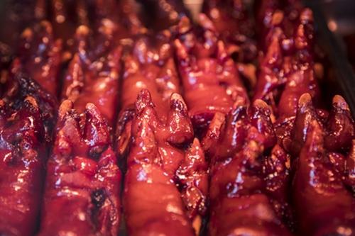 Món chân giò om được bán tạiChu Gia Giác, Thượng Hải ngày 31/7. Ảnh: Washington Post.