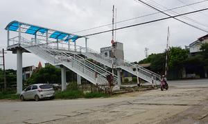 Cầu bộ hành vượt đường sắt gây tranh cãi ở Thanh Hoá