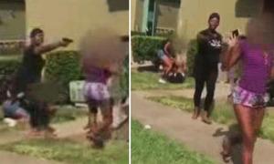 Người mẹ Mỹ rút súng ngăn con gái 13 tuổi đánh nhau