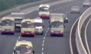 Chưa có chế tài xử phạt ôtô đi dàn hàng ngang trên cao tốc