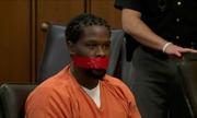 Thẩm phán Mỹ ra lệnh bịt miệng bị cáo bằng băng dính