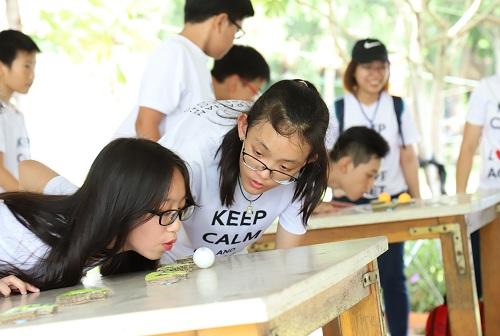 Các trò chơi team building giúp khơi gợi và phát huy tinh thần tập thể của học viên. Ảnh: ACET
