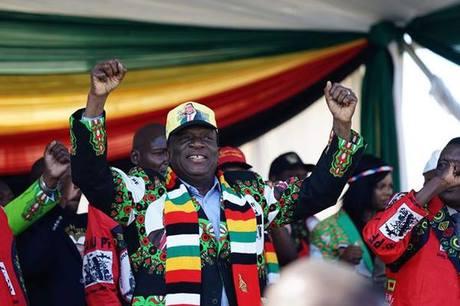 [Caption]Tổng thống Zimbabwe Emmerson Mnangagwa phát biểu tại hội một buổi tranh cử ở Bulawayo. Ảnh: AFP.