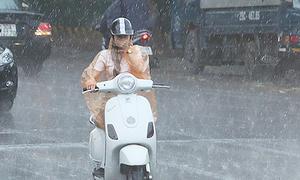 Bắc Bộ mưa giông trở lại, miền Trung nắng nóng