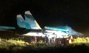 Tiêm kích bom Su-34 Nga hỏng dù hãm, lao khỏi đường băng
