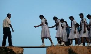 Đường tới trường gian nan của học sinh thế giới