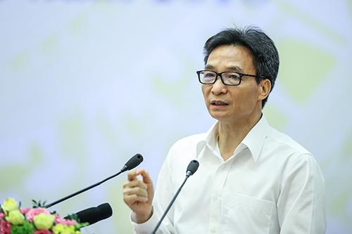 Phó Thủ tướng Vũ Đức Đam chia sẻ về việc giảm biên chế giáo viên tại hội nghị Tổng kết năm học của ngành giáo dục. Ảnh: Minh Anh.