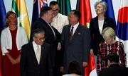 Ngoại trưởng Mỹ - Triều tươi cười bắt tay bên lề họp ASEAN