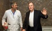 Người bị cáo buộc bắn chết bác sĩ của cựu tổng thống Bush tự sát