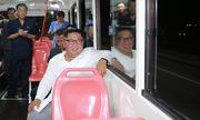 Kim Jong-un đi thử xe điện thế hệ mới của Triều Tiên lúc nửa đêm