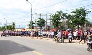Hàng nghìn người xếp hàng mua vé xem giải bóng chuyền VTV Cup