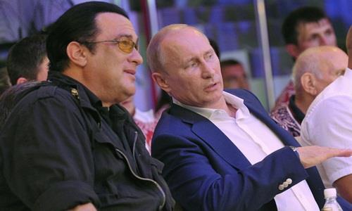 Tổng thống Nga Vladimir Putin và diễn viên phim hành động Hollywood Steven Seagal tham dự một sự kiện ở Sochi, Nga năm 2012. Ảnh: AFP.