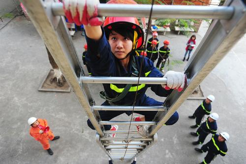 Sinh viên Đại học Phòng cháy chữa cháy học chuyên ngành tại trường. Ảnh: Giang Huy
