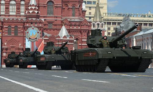 Các xe tăng T-14 Armata trên Quảng trường Đỏ ở Moskva, Nga, trong buổi tập dượt cuối cùng cho lễ diễu binh kỷ niệm 71 năm chiến thắng phát xít Đức vào tháng 5/2016. Ảnh: Sputnik.