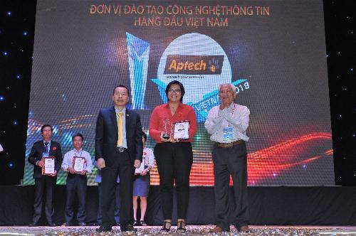 Aptech lập đoạt giải Đơn vị đào tạo CNTT hàng đầu Việt Nam do HCA trao tặng 16 năm liên tiếp.