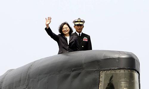 Bà Thái Văn Anh chủ trì lễ ký chính thức để bắt đầu dự án đóng tàu ngầm giữa hải quân, nhà đóng tàuCSBC Corporation và Viện khoa học công nghệChung-Shan hồi tháng 3/2017. Ảnh: AP.