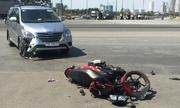 Tự ngã, xe máy văng vào đầu ôtô có phải đền?