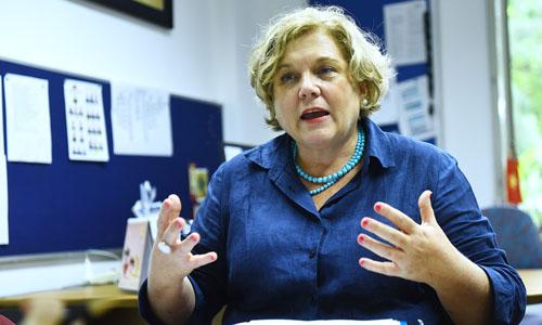 Bà Wood trong văn phòng làm việc tại Đại sứ quán Australia tạiHà Nội. Ảnh: Giang Huy.