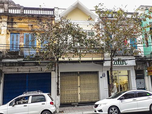 Căn nhà số 51 đường Nguyễn Thái Học (ở giữa) từng được ông Hồ Ánh mượn của ông Vũ nhôm. Ảnh: N.T.