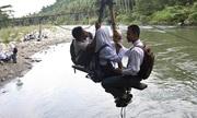 Những hành trình đến trường nguy hiểm trên thế giới