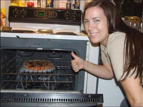 Khi chị em vào bếp.
