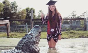 Nữ sinh Mỹ chụp ảnh tốt nghiệp cùng cá sấu 4 mét