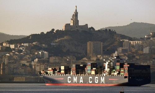 Công ty vận tải lớn thứ ba thế giới của Pháp CMA CGM đã quyết đinh rút khỏi Iran vì lời đe dọa trừng phạt từ Mỹ. Ảnh: AFP.