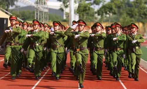 Học viên cảnh sát nhân dân diễu hành trong lễkỷ niệm 50 năm thành lập trường (14/5). Ảnh: Gia Chính